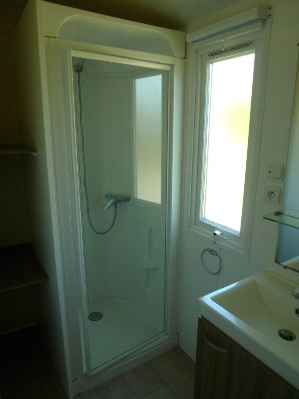 Mobilhomes 4 à 6 personnes avec lave vaisselle - Salle d'eau