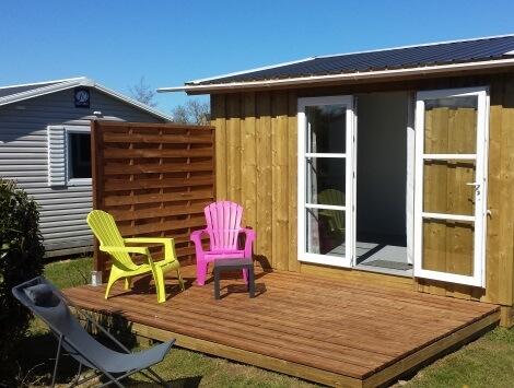 Tithome avec terrasse en bois