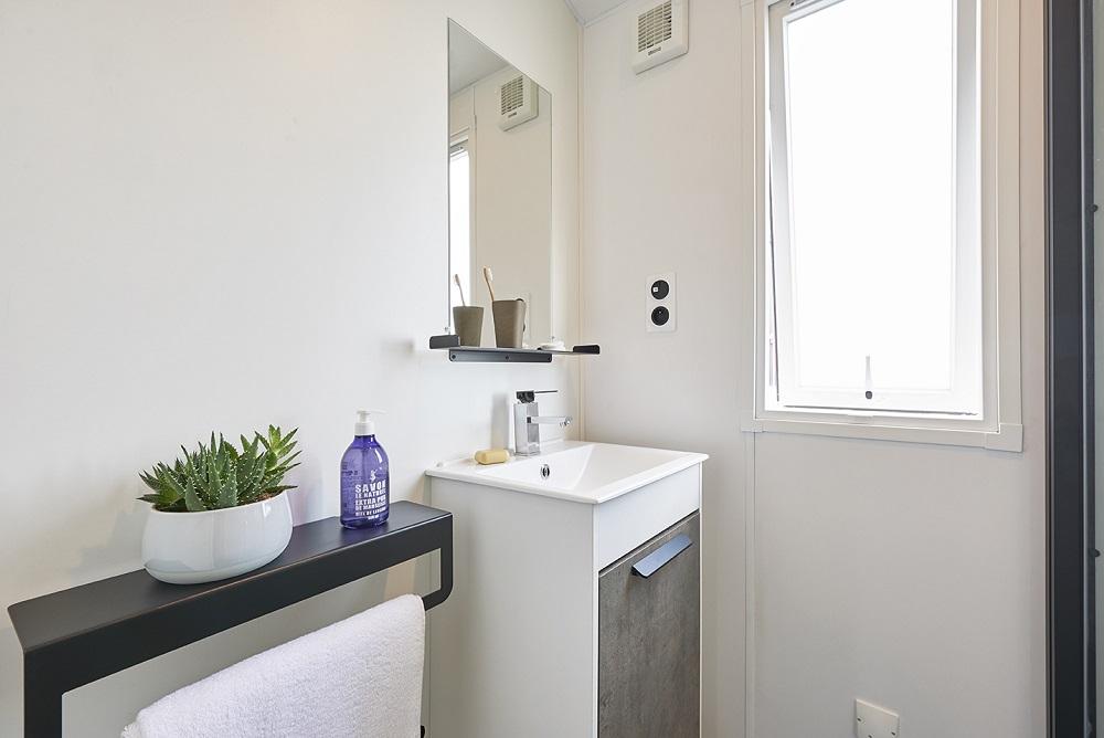 Intérieur du mobilhome 8 personne salle de bain